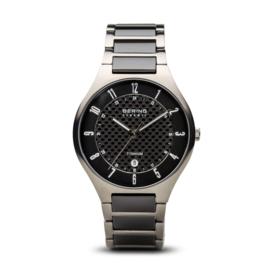 Bering horloge classic brushed titanium grijs zwart 11739-702