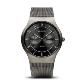 Bering horloge classic brushed titanium zwart 11939-077