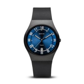 Bering horloge classic brushed zwart blauw  11937-227
