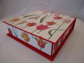 rood met tulpen papier