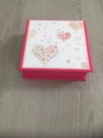 rose met hartenpapier