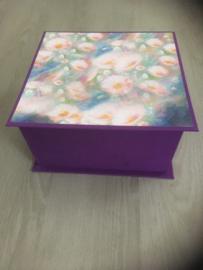 paarse doos met Monet papier