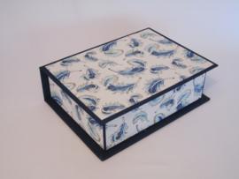 donker blauw met veren papier