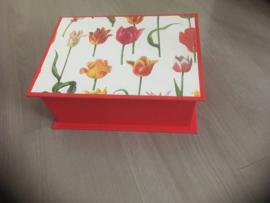 rood met tulpenpapier