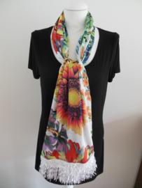 Sjaal met zomerbloemen.