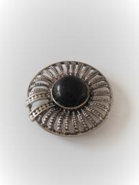 Zilverkleurige magneet broche (zilverkleurig | howlietsteen)