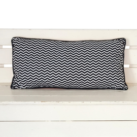 Kussen zwart wit zigzag | wafelstof | 50 x 25 cm
