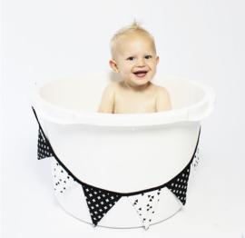 Vlaggenlijn babykamer | zwart wit
