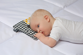 Labeldoekje baby okergeel