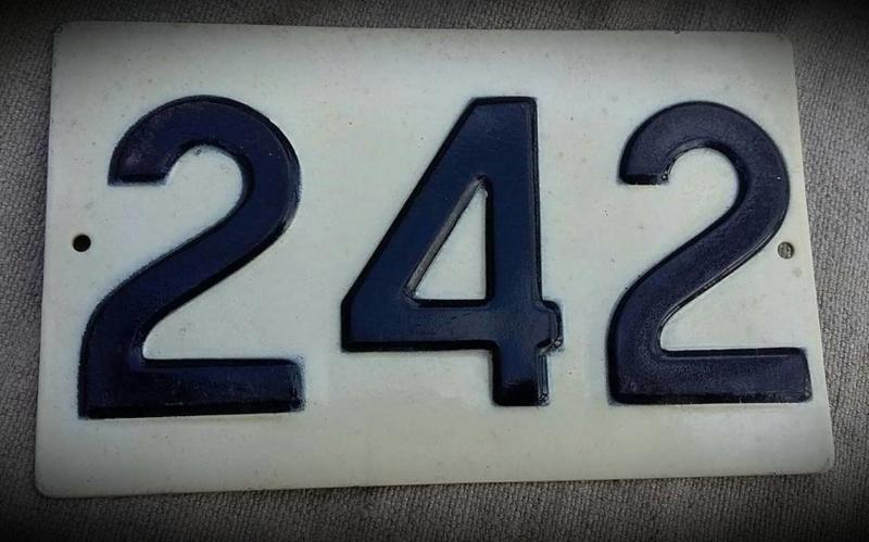 "HUISNUMMER ""242"""
