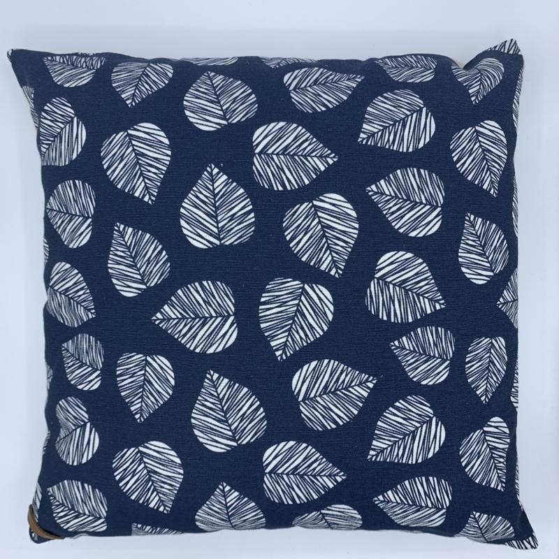 Kussen - Leaf blue -   formaat   40 x 40 cm
