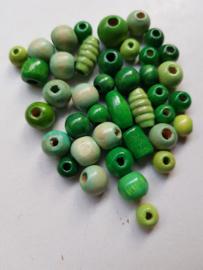 Houten kralen, groen , diverse maten en vormen, 40 stuks (KGK)