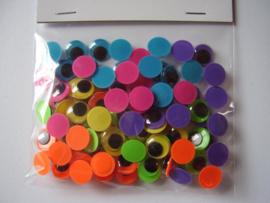 Opplakbare wiebeloogjes 10 mm gekleurde achtergrond