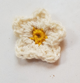 Gehaakte bloemetjes ca 4 cm (GH27)