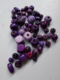 Houten kralen, paars , diverse maten en vormen, 53 stuks (HKP)