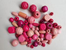 Houten kralen, roze, diverse maten en vormen, 55 stuks (RKB)