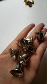 Metalen klokjes, zilverkleurig, (kerst)klokjes, 25x20 mm, 7 stuks