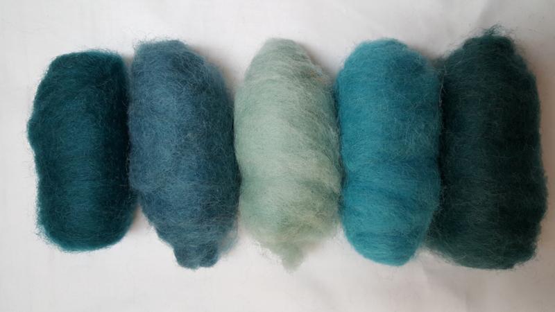 Gekaarde wol blauwgroen tinten (nr 18)
