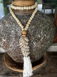 ketting houten kralen en schelp
