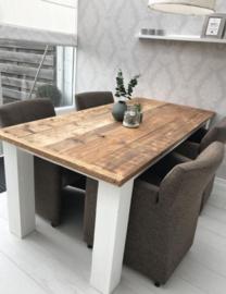 Eettafel met vierkante blokpoten