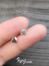 Zilveren driehoek oorbellen