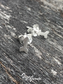 Sterling silver arrow stud earrings