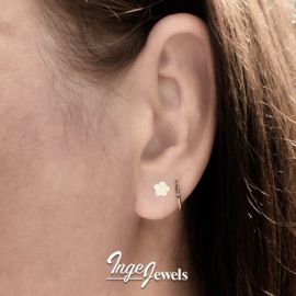 Zilveren bloem oorstekers