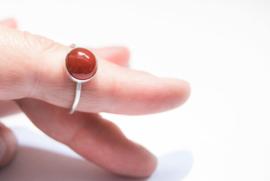 Handgemaakte gehamerde ring met Carneool