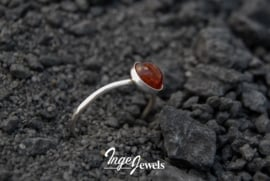 Handgemaakte gehamerde zilveren ring met Barnsteen,  Amber stapelring