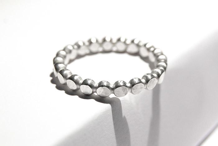 Sterling silver gehamerde pareldraad ring