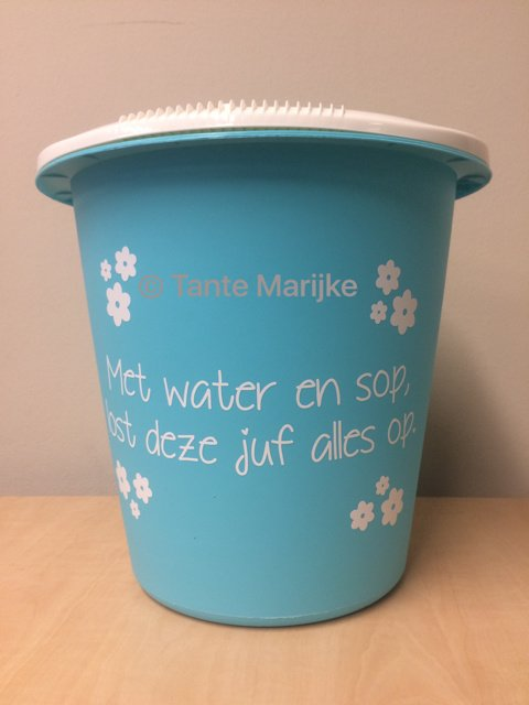 Losse sticker met water en sop lost ..... alles op!
