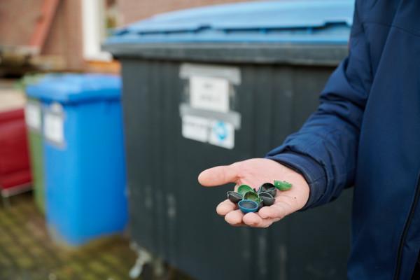 Knetterbal plastic afval
