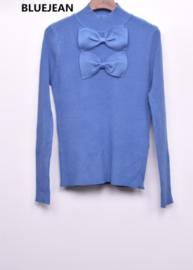 fijn truitje met strikjes pastelblauw
