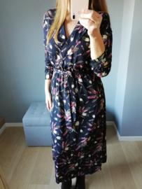 maxi-jurk met overslag veertjesprint