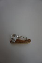 Bardossa, metallic leren teenbandsandaaltje, achter bij hak klittenbandsluiting, voor gespsluiting, kurk voetbed, zilver 21