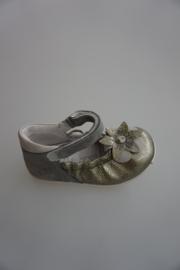 Bana, leren bandschoentje met bloem, old silver