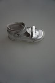Bana & Co, leren bandschoen, t-ban model met strikje, leer gevoerd, stootneusje, hoge hiel, zilver metallic,