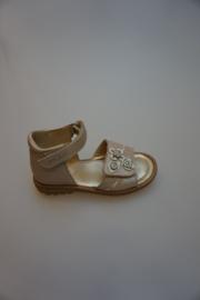Mod8, leren sandaaltje met verstelbare klittenband en klittenbandsluiting, valt mooi smal, leer gevoerd, dichte hiel, leer gevoerd,  metallic snow lactee,