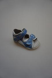 Ricosta, lichtgewicht leren sandaaltje, verstelbare klittenband, smal,dichte hiel, leren voetbed, metallic blauw, zilver 20 21 24