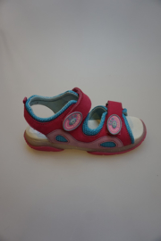 Daumling, leren sandaaltje, smal model, leer van binen, klittenbanden verstelbaar, fuchsia 29, 30, 33