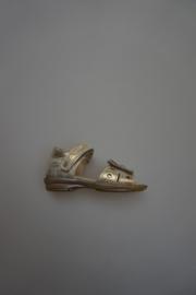 Gattino, leren sandaal met klittenband en dichte hiel, bloem, leer gevoerd goud,