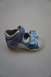 Ricosta, lichtgewicht leren sandaaltje, verstelbare klittenband, smal,dichte hiel, leren voetbed, metallic blauw, zilver 20