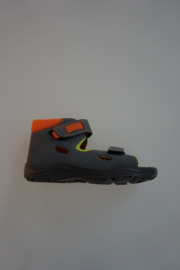 Ricosta, lichtgewichr sandaal uit Peppino serie, dichte hiel, leer en high tech, leren binnenzool, grijs