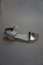 Unisa, leren sandaaltje met laag sleehakje, mirror zilver, wit elastisch band, 36