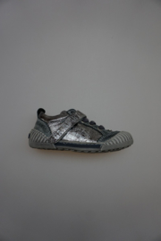 Gattino leren schoen met stootneus, leer gevoerd, elastische veter en klittenband  donker metallic grijs