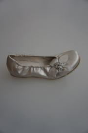 Bana, leren ballerina met bloem, leer gevoerd, platino silk (licht goudkleurig)   39
