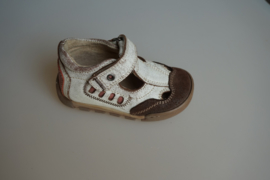 JJ T band schoen/ half open zomermodel schoen, leer en leer gevoerd, off white/beige, met stootneus  20