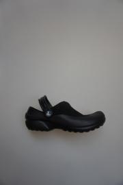 Crocs, clog dicht model bij de voorvoet/ geen gaatjes, bandjes, sluit achter hoger, zwart/zwart  36