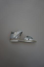 Gattino, leren sandaal met klittenband, leer gevoerd, dichte hiel, zilver met bloem