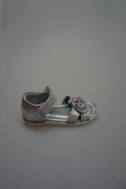 Gattino, leren sandaaltje met klittenband, dichte hiel, leer gevoerd, zilver/rose met bloem